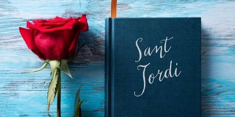Rosa roja y libro, la tradición en Sant Jordi